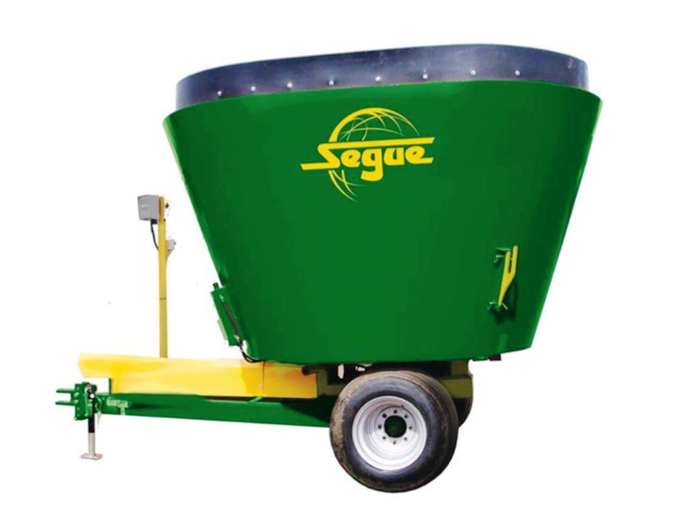 Specifications for Segue 3840 cattle feed mixer wagon