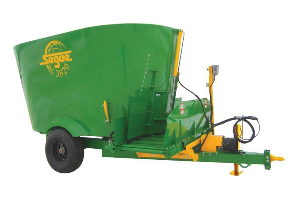 Specifications for Segue 3820 cattle feed mixer wagon